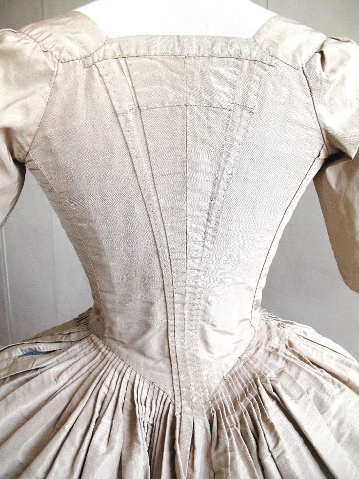Rear view, robe à l'anglaise, Europe, last quarter 18th century. Cream ribbed silk, linen lining.