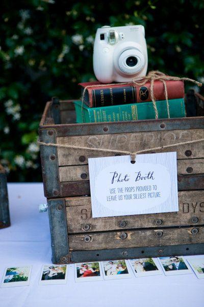 Les éléments clé d'un photobooth réussihttp://thebridenextdoor.fr/2012/09/12/julie-et-richard/