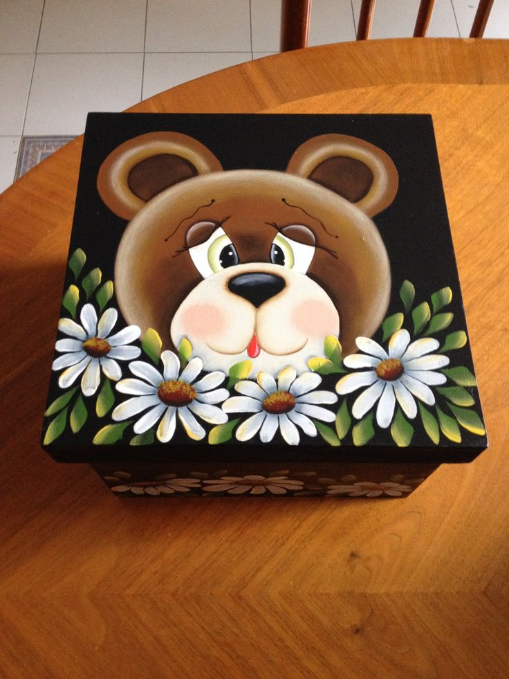 Caja de madera con tierna osita con margaritas, para guardar tus cosas. Pintada a mano.