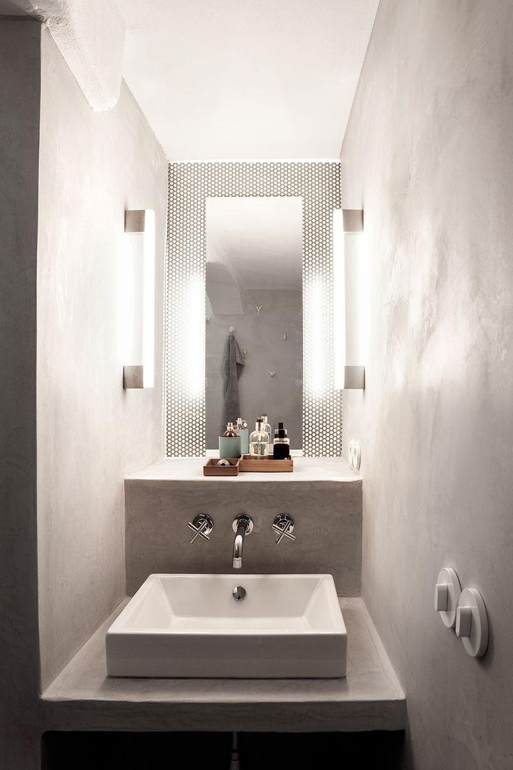 Das Badezimmer mit Dusche erreicht man direkt vom Schlafzimmer.  / / / / / casapolpo.com (Ferienwohnung) CASA POLPO appartamento #italien #apulien #monopoli #puglia #italia #urlaub #ferienwohnung #casapolpo #interior #design #architecture