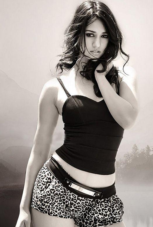 Disha-Patani-sexy-pic.jpg (524×780)