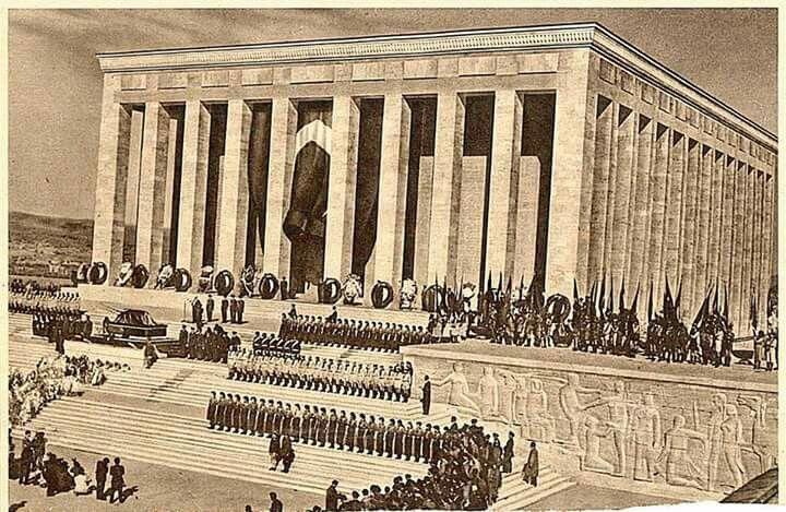 Ataturk'ün naaşı Anıtkabire taşınırken...