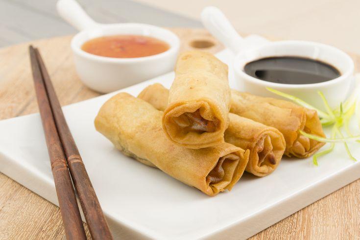 Gli involtini primavera sono la bandiera della cucina cinese nel mondo e vengono preparati dai tantissimi ristoranti orientali ormai disseminati un po' ovunque, ma anche in casa, da un numero sempre crescente di appassionati di cucina etnica, che spesso scovano le ricette sul web, recuperandole direttamente su blog e siti stranieri. Noi abbiamo postato la nostra #streetfood #cina #recipe #recipeoftheday