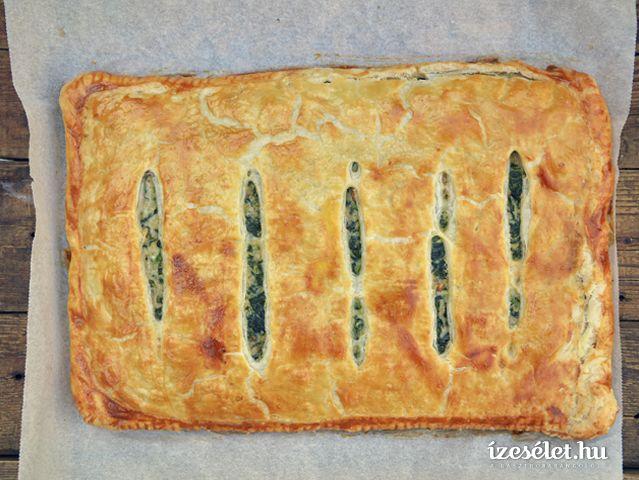 Szinte minden nemzetnek megvan a maga zöldséges pitéje, a görögöké a spanakopita. Ebben a változatban a spenót, a dió, a sajtok és a hagymák együtt lesznek …