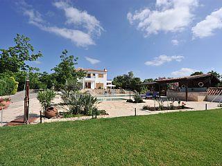 Argaka - Prachtige 5 bed Villa - 2 Zwembaden - Bar Area  Vakantieverhuur in Polis en Latchi gebied van @homeaway! #vacation #rental #travel #homeaway