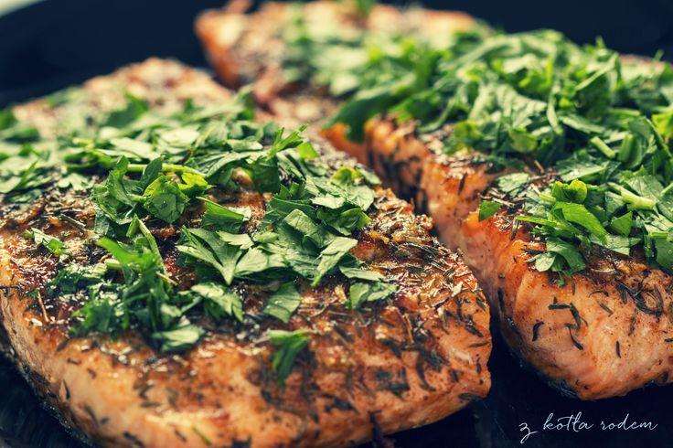 Filet z łososia z sosem tzatzki - wyborny smak, szlachetne pochodzenie i wiele witamin... :-) #łosos #tzatzik