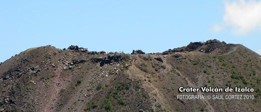 Cráter del volcán de Izalco, fotografía tomada desde el mirador de la Casa de Cristal  en el Cerro Verde.