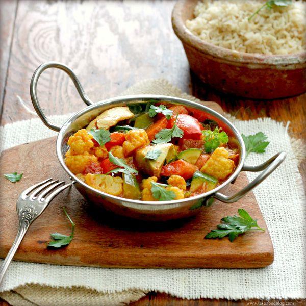 Vegetarian curry / vegetarisk curry  http://inredningsvis.se/jons-vegetarisk-curry-gryta/ http://inredningsvis.se/jons-vegetarian-curry-poor-mans-feast/