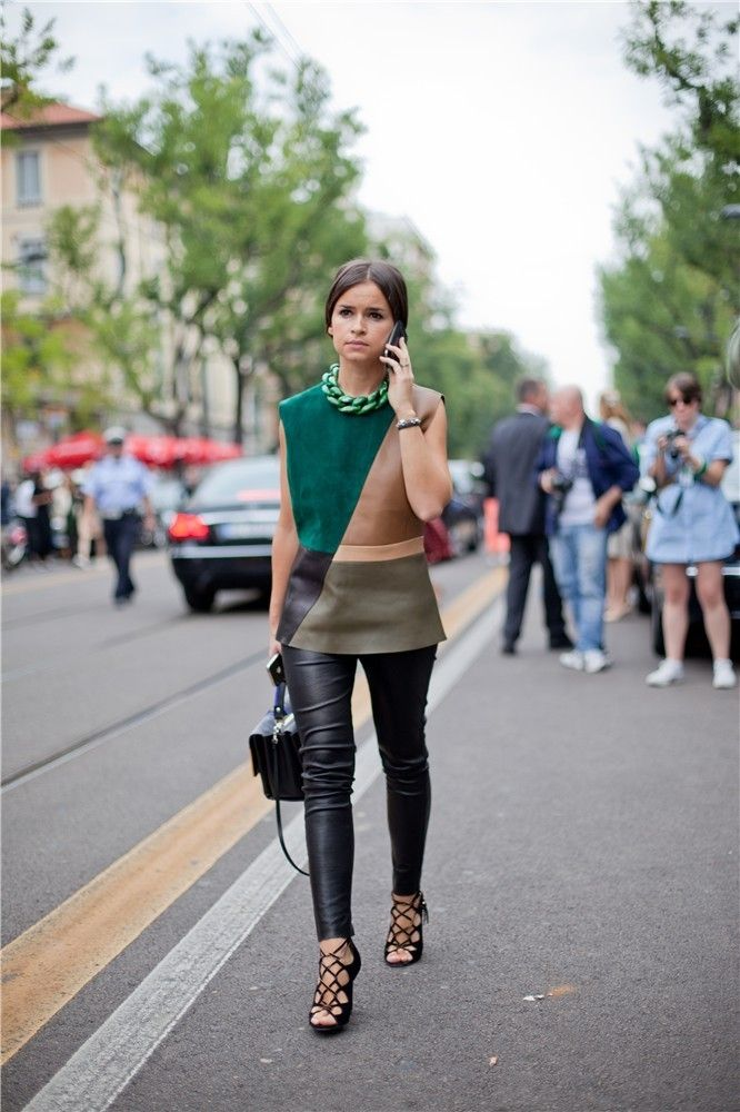 Miroslava Duma con look asimétrico en la Semana de la Moda de Milán