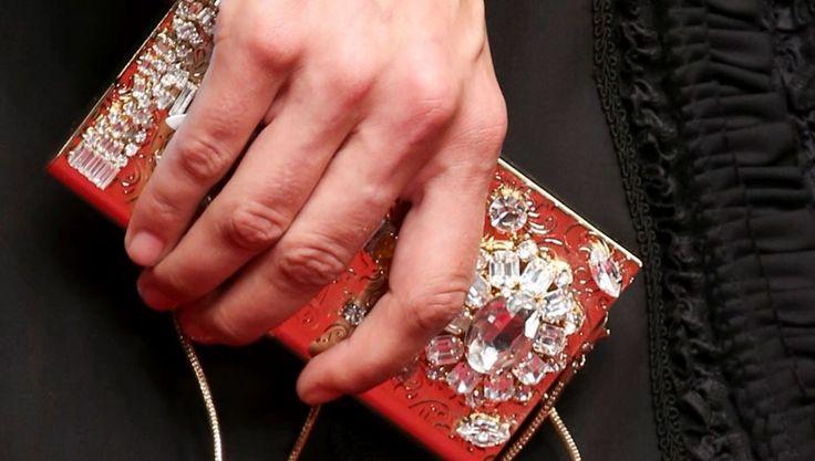 Borse Dolce & Gabbana primavera estate 2015: Rosso, Nero e Decorazioni Barocche Borse Dolce e Gabbana primavera estate 2015 clutch