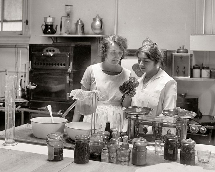 Two women canning food at the odessa dow laboratory 1923 for Cuisine 1930