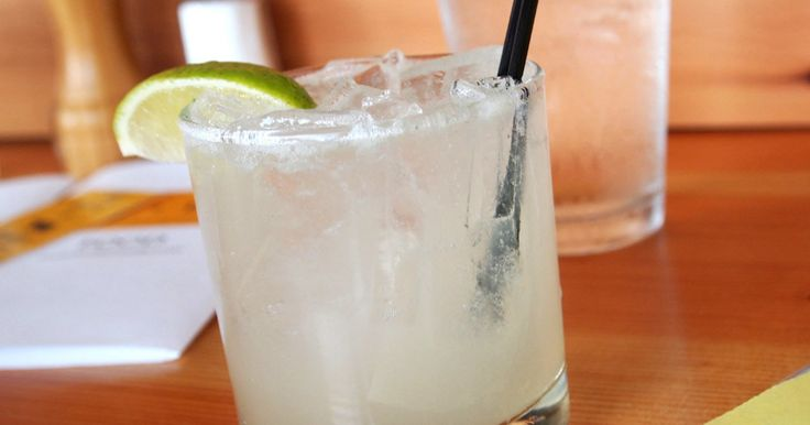 15 Low-Calorie Cocktails You Can Order Anywhere