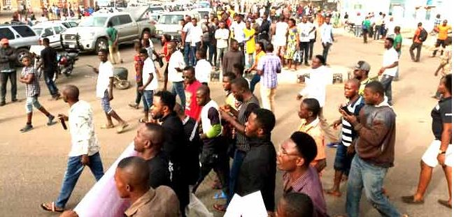 Alleged Herdsmen Killing Of 33 Persons Sparks Protest In Benue   The protest led to a gridlock in the area causing traffic obstruction for motorists travelling through the state capital to the north and southern regions of the country.  The aggrieved youths have called on President Muhammadu Buhari to intervene in what they described as terrorist killings in their state.  Some of them were in tears as a vehicle conveyed another corpse into the crowd to prove their claims of the ongoing…