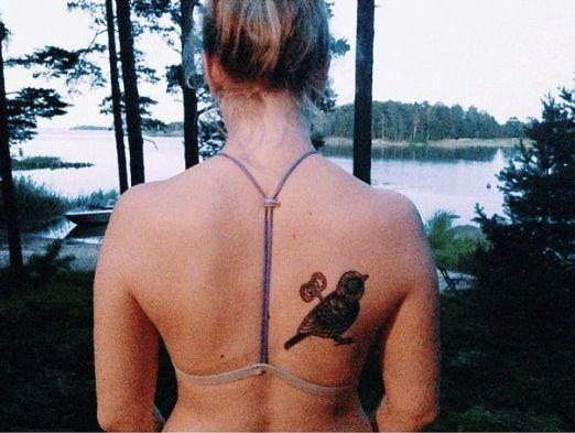 Los libros más significativos son aquellos que el lector quisiera para siempre. Te presentamos tatuajes inspirados en los mejores títulos literarios.