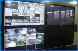 Montaje de monitores industriales para monitoreo de camaras en el centro empresarial Dorado Plaza.