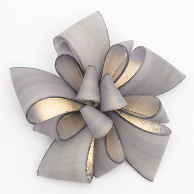 :: Bow Brooch by Cilea (Grey)