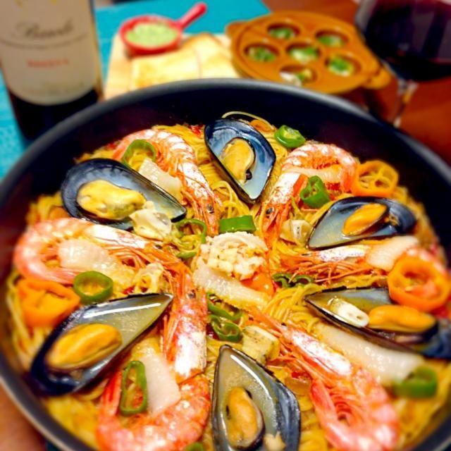 麻布十番祭で、スペイン料理ミヤカワさんが出す大好きなメニュー❤ パスタパエリア 豪勢で簡単なのでたまに作りますっ うちにはパエリア鍋がないので、フライパンのままど〜んっと - 198件のもぐもぐ - パスタパエリアムール貝、海老、エンガワ、ツブ貝の魚介たっぷり by takaram
