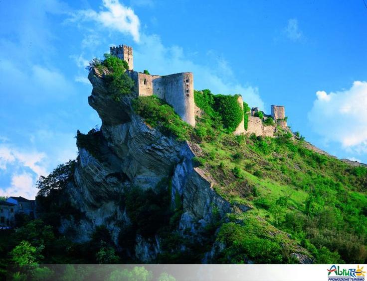 Roccascalegna, Abruzzo (Italy)  medioeval village