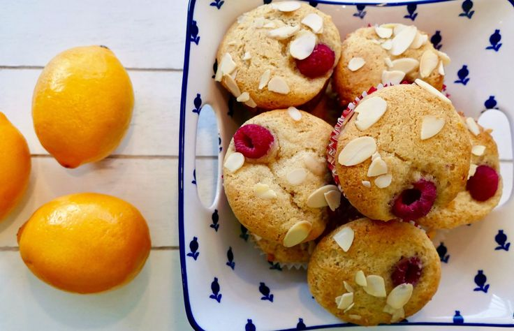 Muffins au citron, amande, miel et framboise