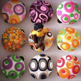 Google Image Result for http://justdita.files.wordpress.com/2010/11/retro-pattern-cupcakes-for-mona.jpg