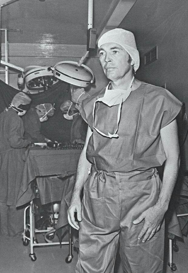 El Cirujano Sudafricano Christiaan Barnard Realizó El Primer Trasplante De Corazón Del Mundo Pasando Así Historia De La Ciencia Trasplante De Corazón Historia