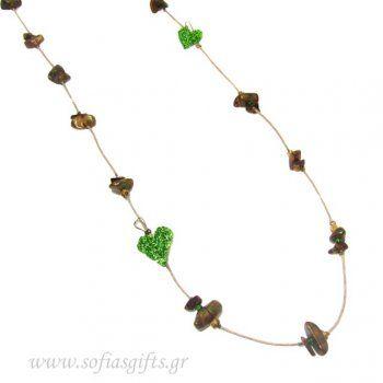 Χειροποίητο μακρύ κολιέ με χρυσές πέτρες και πράσινα νερά συνδιασμένες με μεταλλικές λαχανί καρδιές - Είδη σπιτιού και χειροποίητες δημιουργίες | Σοφία