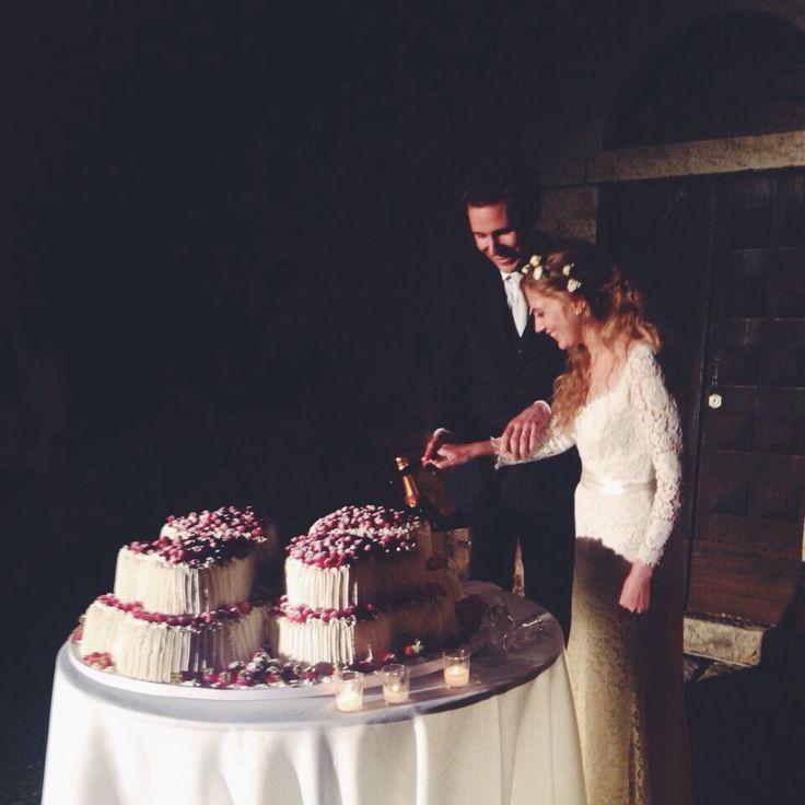 Cutting the Wedding Cake. All Rights Reserved GUIDI LENCI www.guidilenci.com