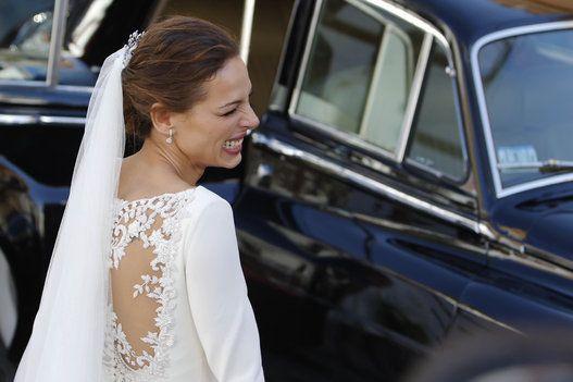 Fotos de la boda de Eva González y Cayetano Rivera: los vestidos y pamelas de las invitadas