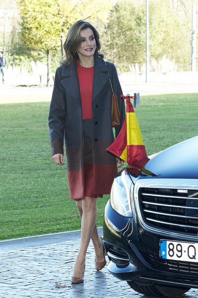 Queen Letizia of Spain Photos Photos - Queen Letizia of Spain visits the Science and Technology Park (UPTEC) at the Porto University during their official visit to Portugal on November 29, 2016 in Porto, Portugal. - Spanish Royals Visit Portugal - Day 2