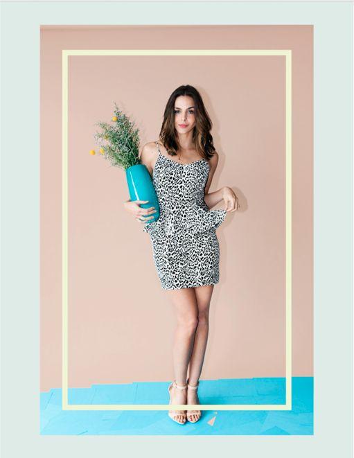 Alquila vestidos de fiesta en Bogotá!  Haz click aquí para alquilar este vestido : http://www.pretarent.com.co/shop/producto/vestido-mini-animal-print-blanco-con-negro