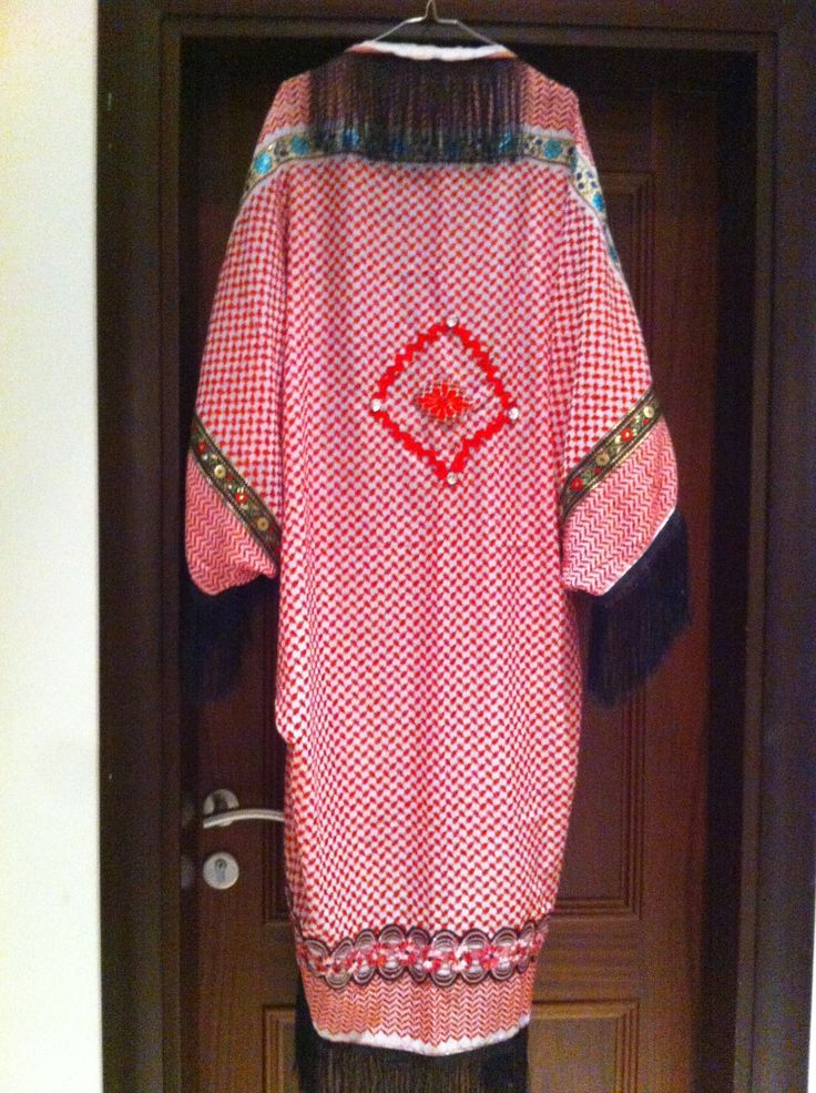 Oriental red cape