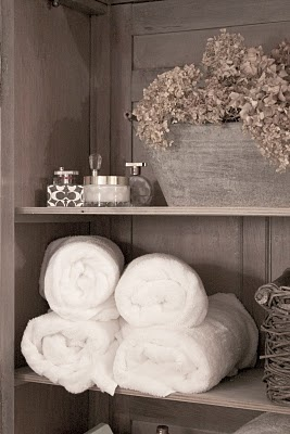 Practical decor for the bathroom