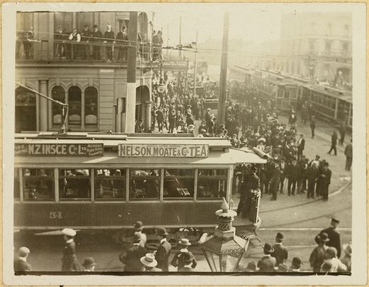 Trams in Queen Street - Auckland Libraries