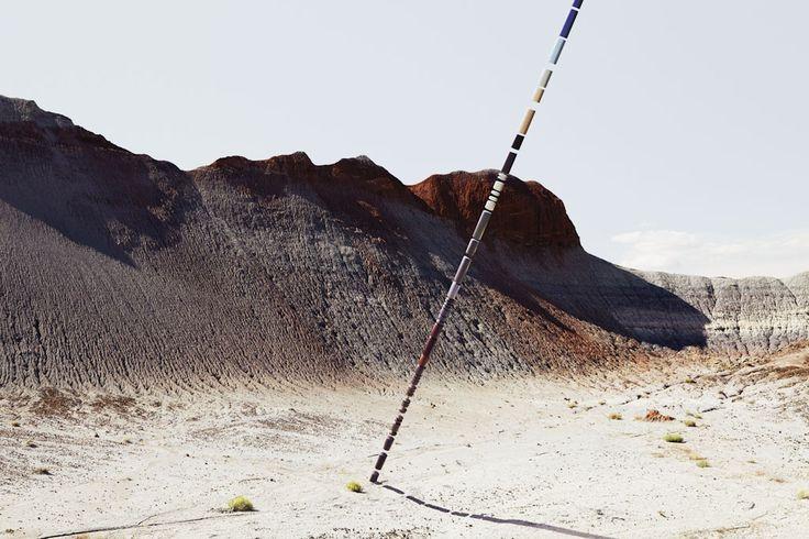 Badlands est né d'une fascination innée pour les paysages désertiques surnaturels que l'on trouve aux abords de la ville de Phoenix, en Arizona. Ce monde aux allures infernales, fait de rocs érodés et de terre couleur rouille, semble extraterrestre – les chaînes montagneuses déchiquetées se mêlent aux collines précambriennes, découvrant les strates de millénaires d'évolution, de destruction et de renaissance, le tout sous le ciel bleu infini de l'Arizona.