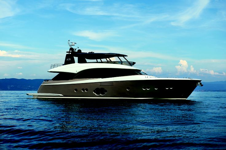 Monte Carlo Yachts MCY 86 Reveal