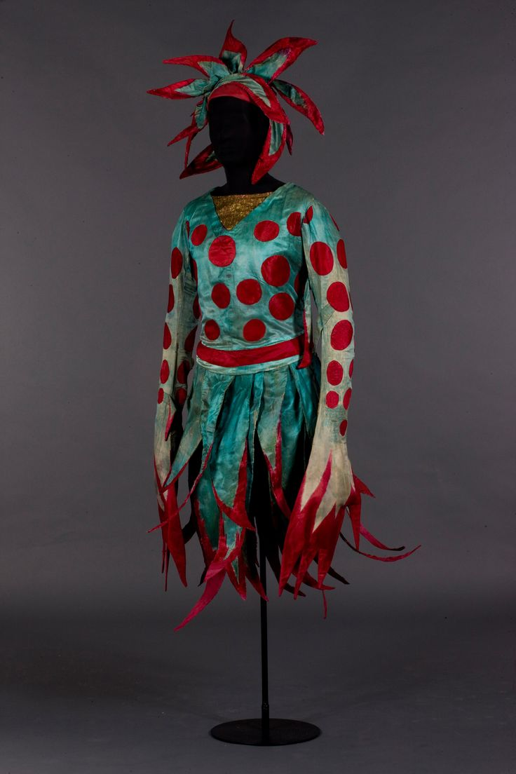 Natalia Goncharova, Sea princess costume sketch for Sadko, fantasy ballet on a music by Nikolai Rimsky-Korsakov, argument by Adolph Bolm, Diaghilev Ballets Russes, 1916