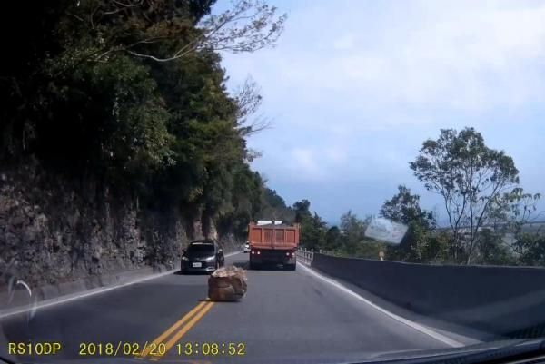 Huge boulder nearly crushes car on cliff-side highway