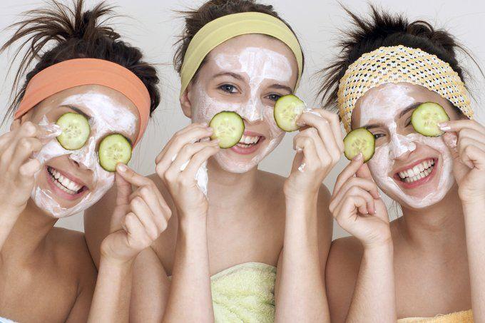 Aposte em ingredientes naturais para cuidar do rosto. Escolha uma destas três receitas caseiras.