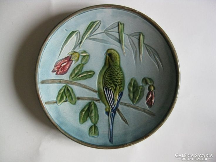 Majolika tányér - papagáj virágokkal