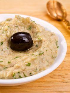 Baba Ganoush hat nicht nur einen klangvollen Namen, es schmeckt auch großartig. So wird der Auberginen-Sesam-Dip schnell zubereitet. (Vegan Dip Easy)