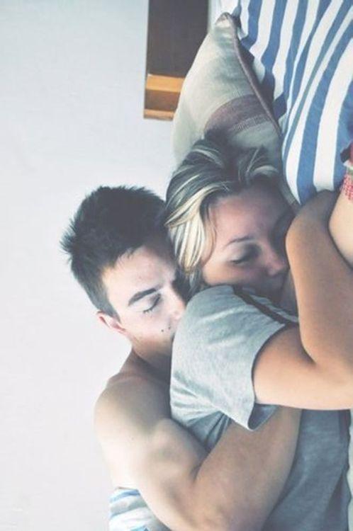 Alongé près de toi , te sentir t'endormir tout comme moi et avoir mes bras contre les tiens , ton dos chaud sur mon ventre , t'es cheveux dans mon visage , tellement envie de cette plénitude