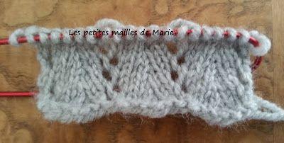 Bonjour les tricopines,   Je vous propose aujourd'hui un nouveau point : le point chevron ajouré  Le point chevron ajouré se tricote sur un ...