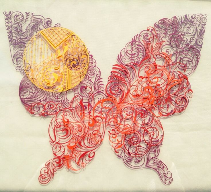 『秋模様の蝶 切り絵 完成』
