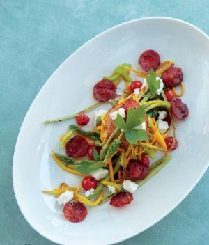 Recept na salát, ve kterém jsou samé dobroty :-) ...Kozí sýr, červená řepa, chorizo...