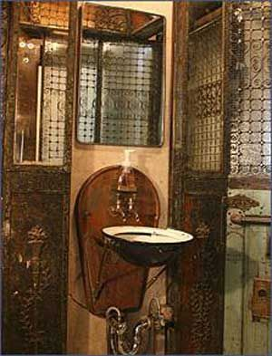 Steampunk sinks and decoration on pinterest for Steampunk bathroom ideas