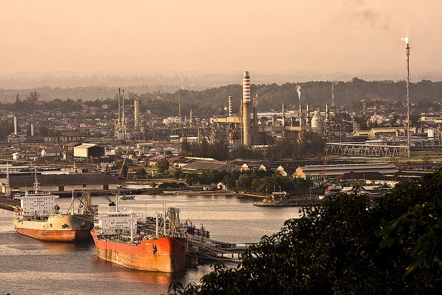 Balikpapan Refinery. Pic by my brother (http://www.flickr.com/photos/markidit/)