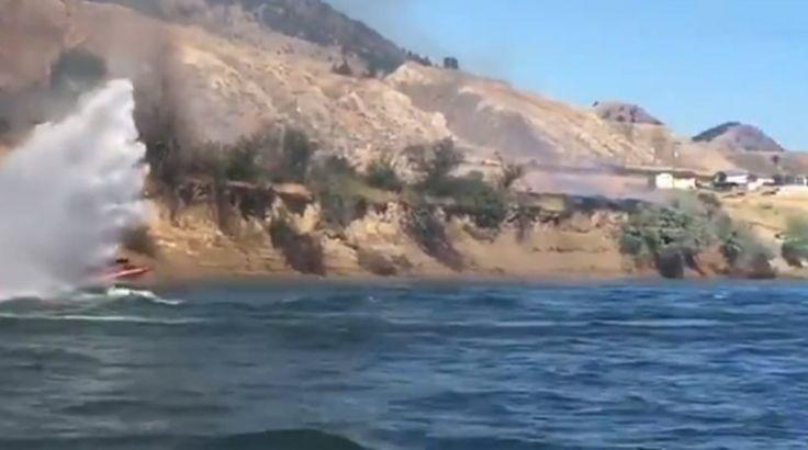 Καναδάς: Δείτε ταχύπλοο σκάφος να σβήνει φωτιά