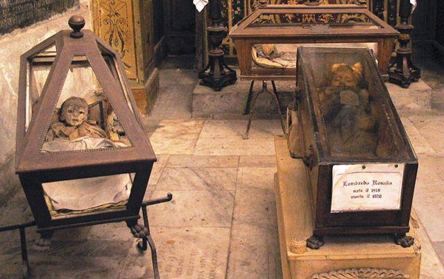 Are the eyes of Italy's famous mummy, Rosalia Lombardo, really blinking? Watch the video here: http://www.cultofweird.com/death/rosalia-lombardo-blinking-mummy/