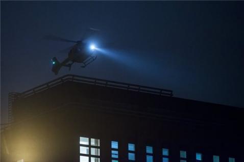 Mentőhelikopterrel érkezett meg délután a Honvédkórházhoz a veronai buszkatasztrófa két súlyos sérültje a ferihegyi repülőtérről. MTI Fotó: Marjai János - PROAKTIVdirekt Életmód magazin és hírek - proaktivdirekt.com