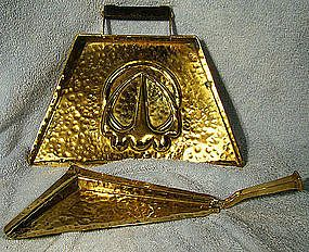 ARTS & CRAFTS HAMMERED BRASS CRUMBER & TRAY